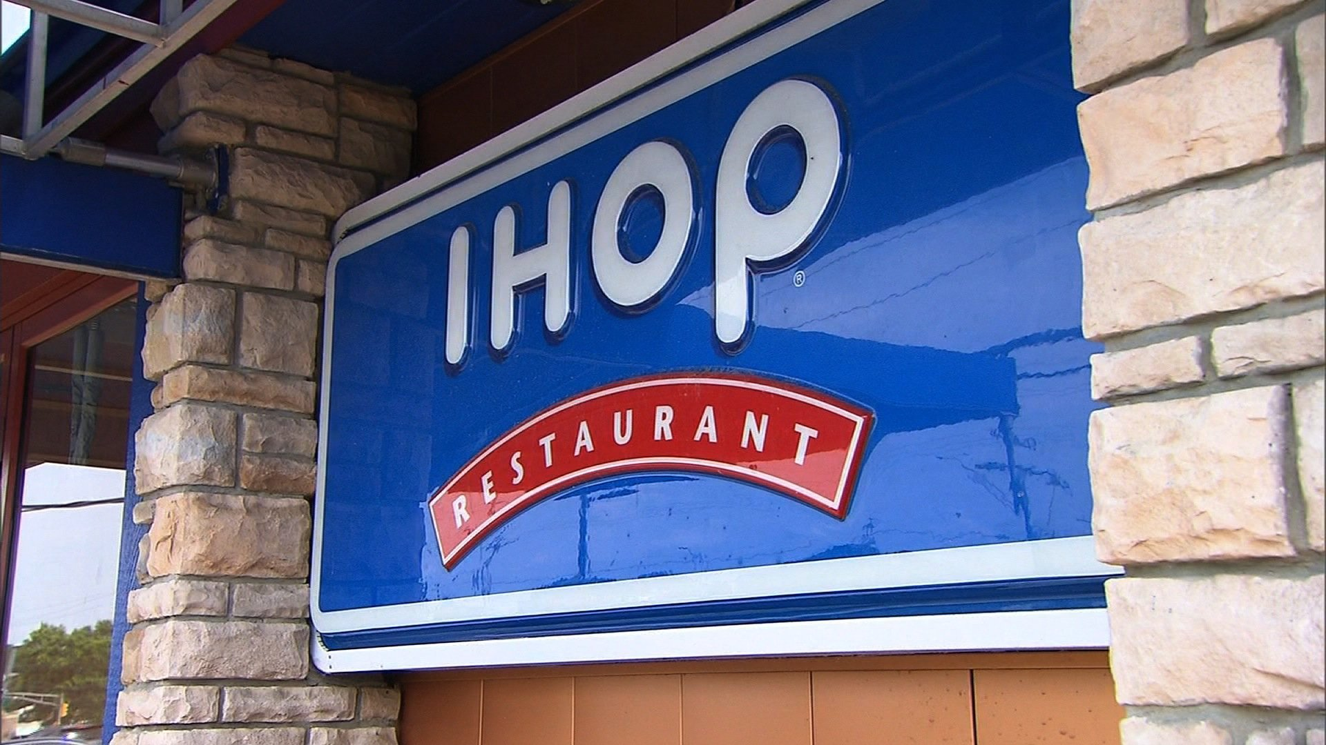 Picture of IHOP sign