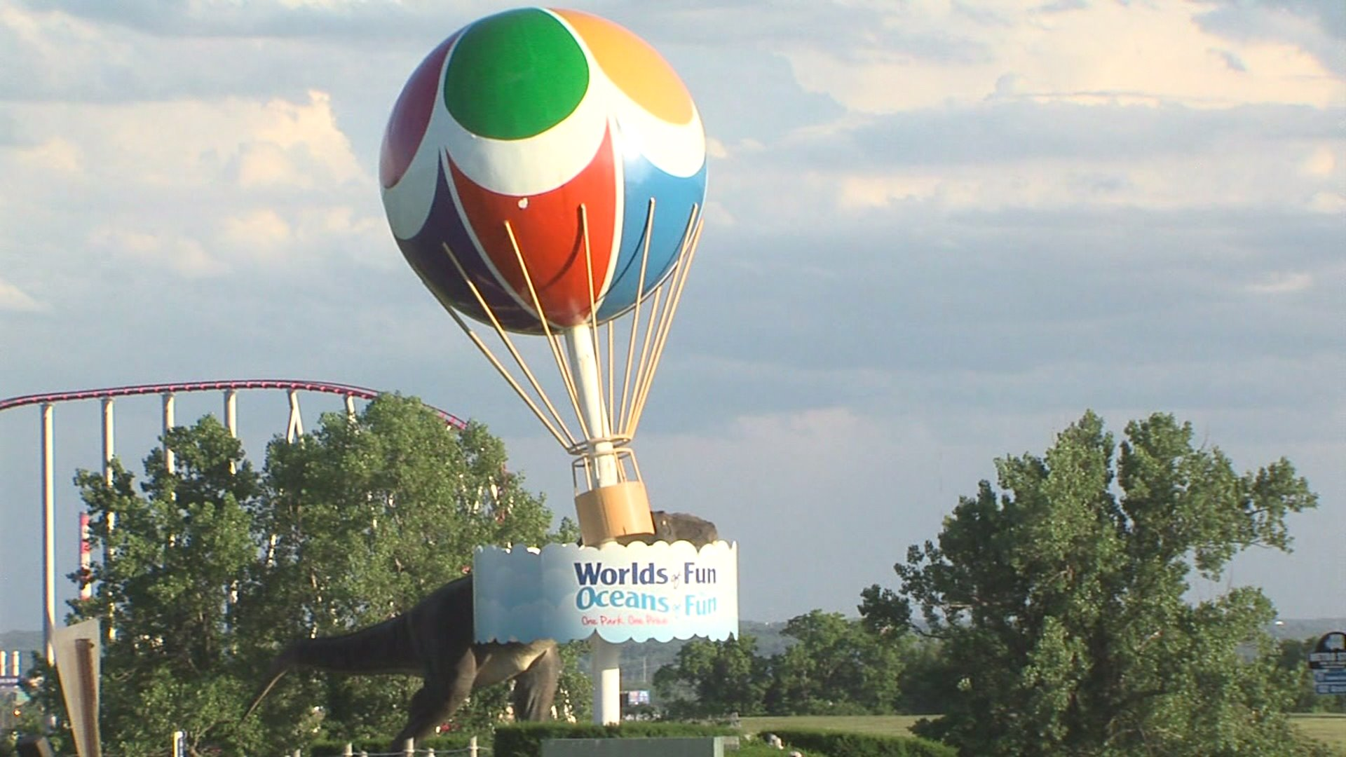 Picture of worlds of fun balloon