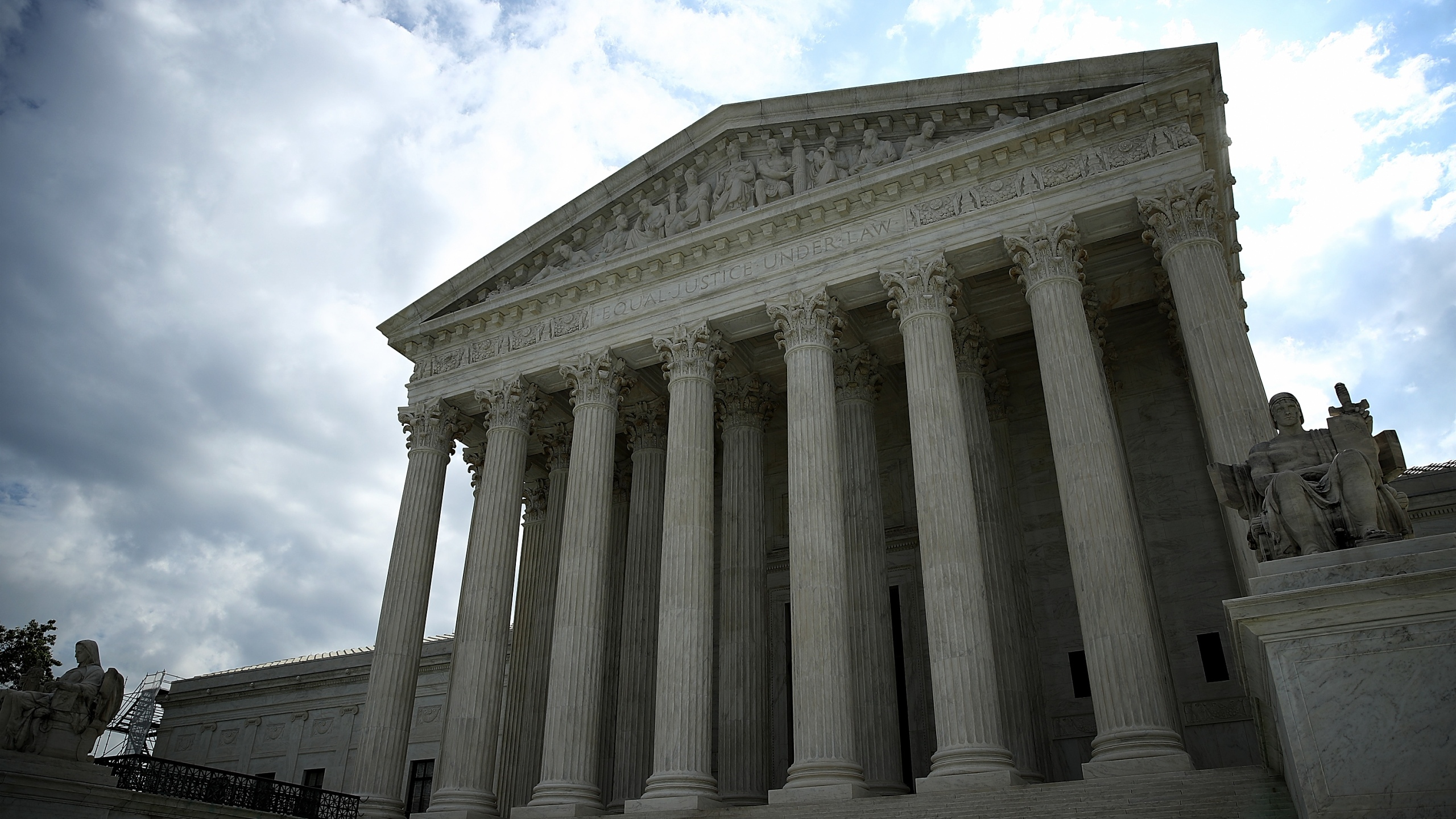 Picture of the Supreme Court building in Washington D.C.