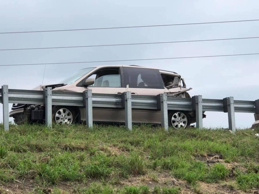 Picture of wrecked van