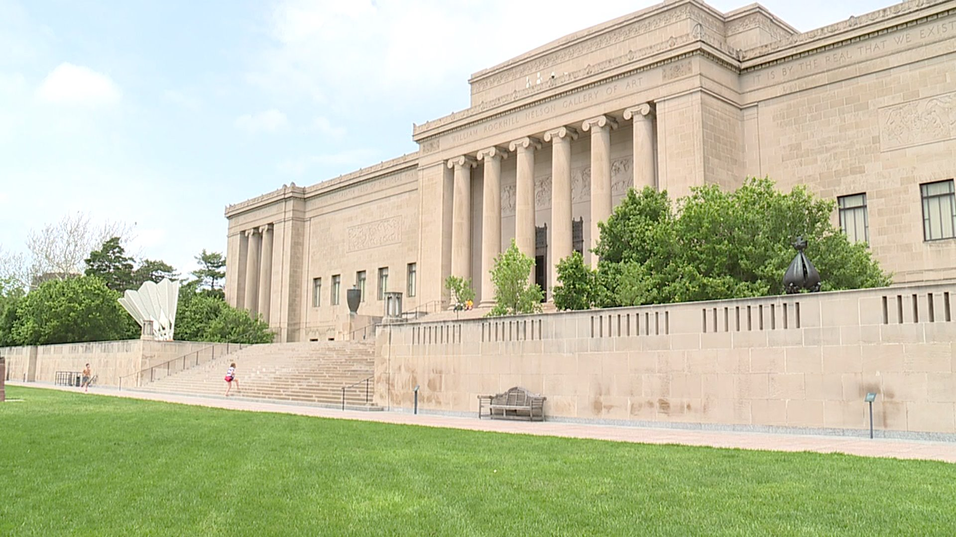 Nelson-Atkins Museum spring picture
