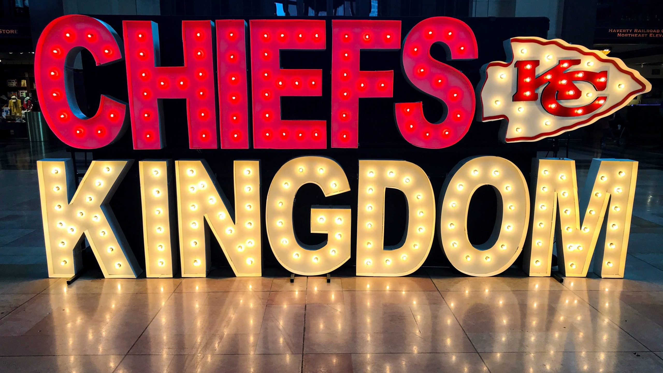 Chiefs Kingdom Lights Up Union Station Downloadable Pictures Fox4