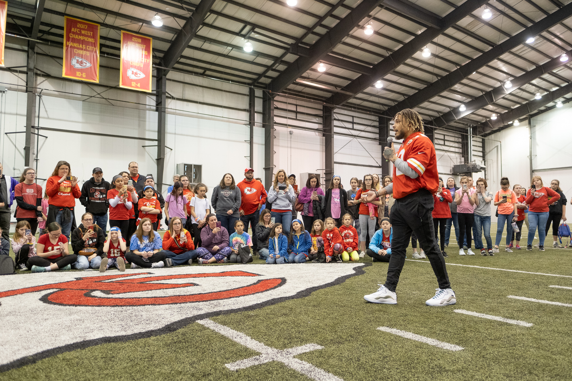Picture of Tyrann Mathieu talking to Girl Scouts