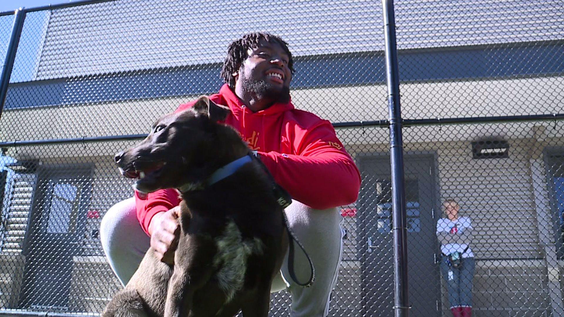 Derrick Nnadi petting a dog picture