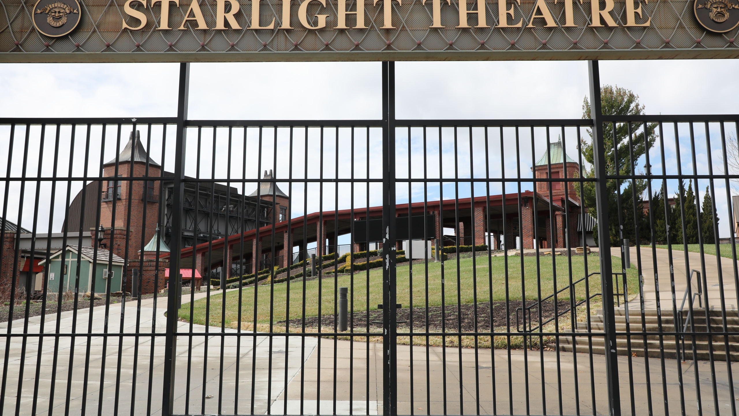 Picture of Starlight Theatre sign