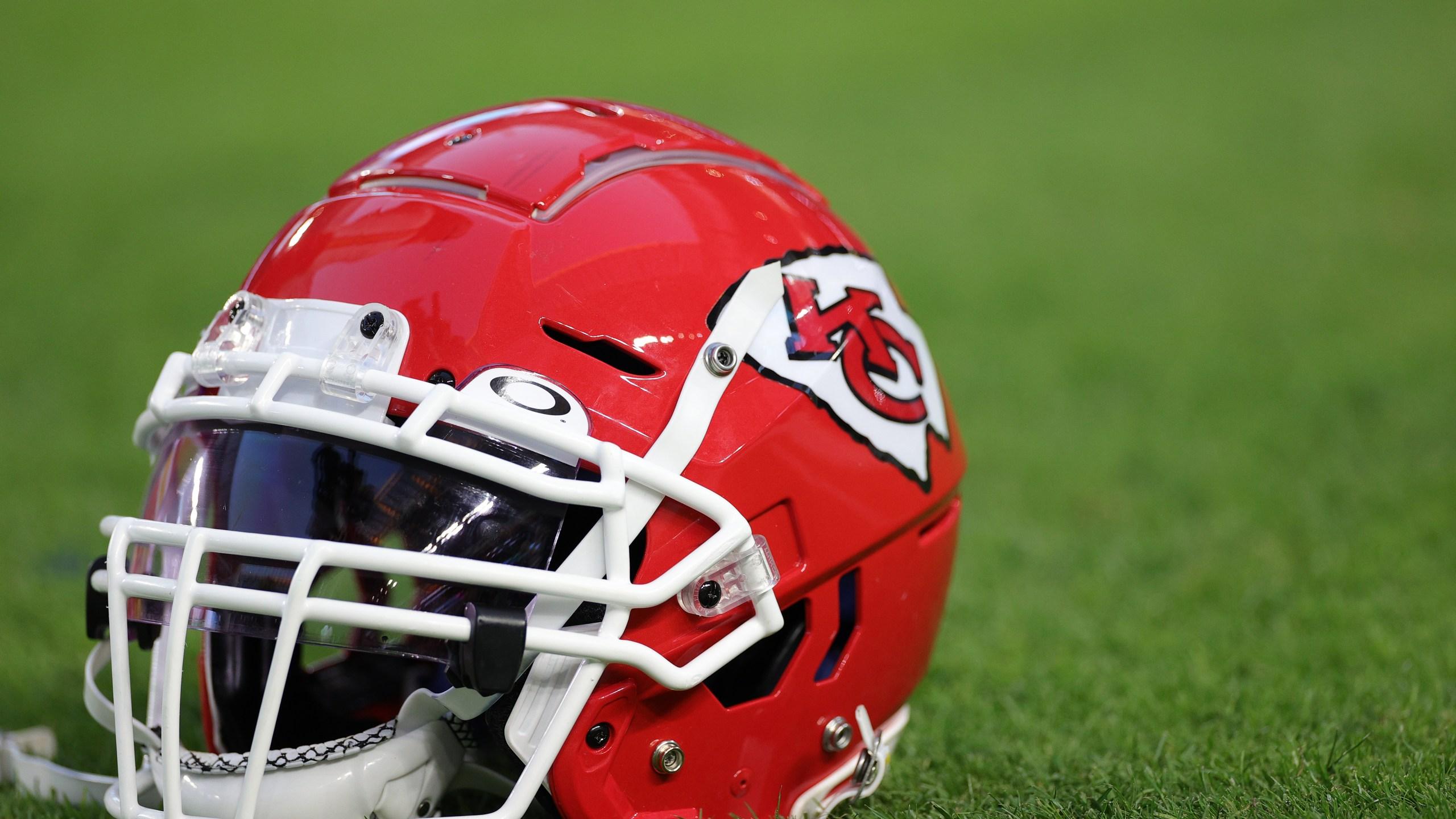 Picture of Chiefs helmet