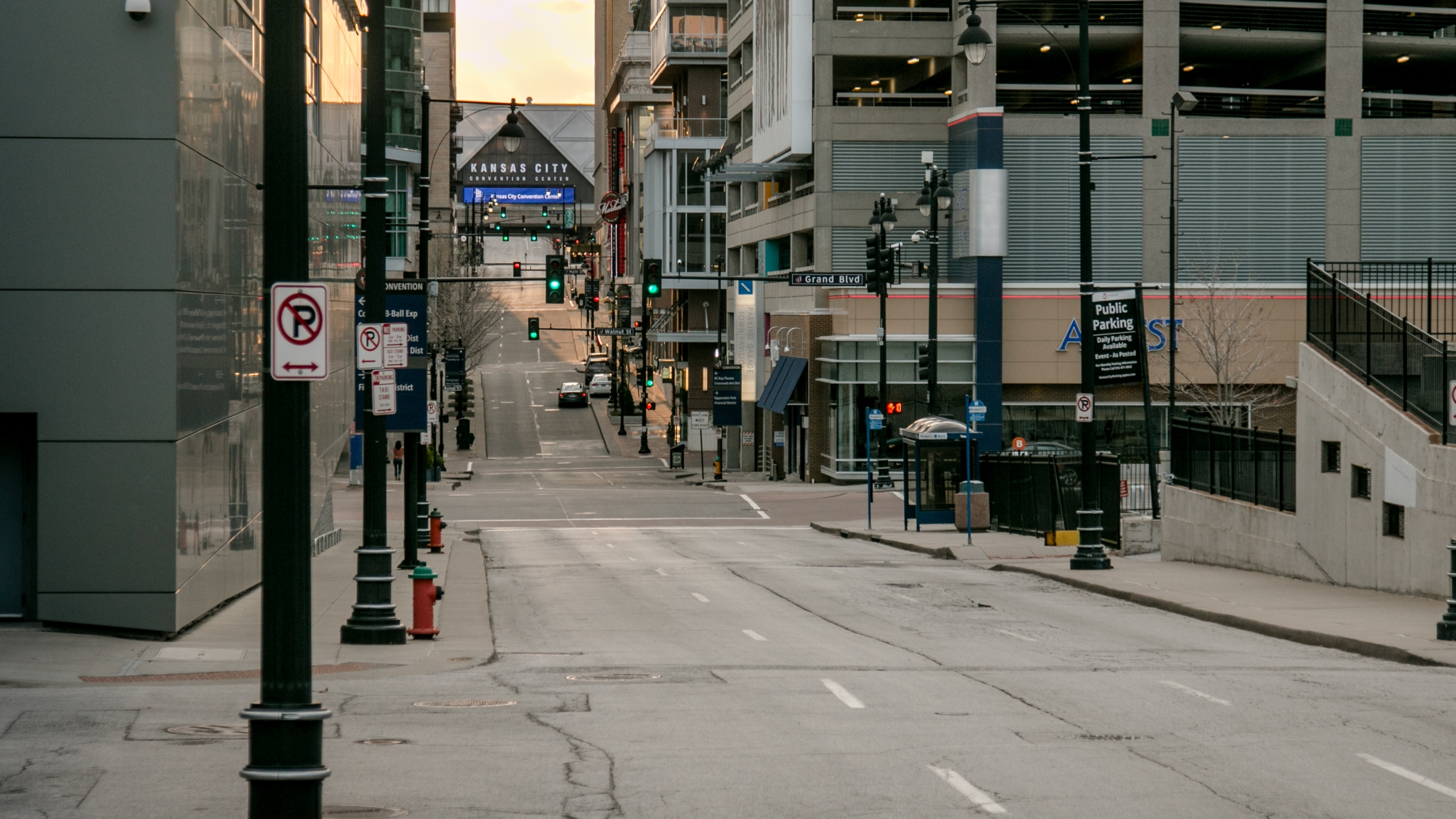 Picture of deserted downtown Kansas City