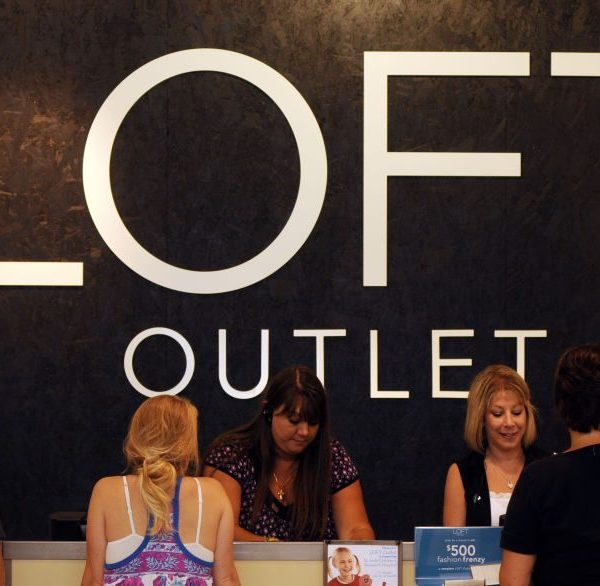Picture of LOFT Outlet sign