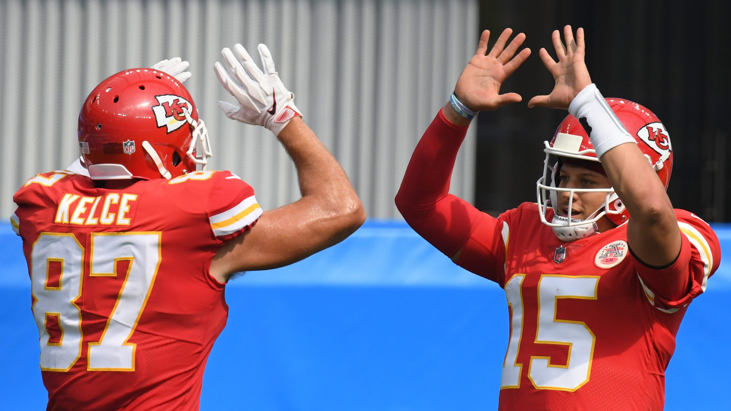 Picture of Mahomes and Kelce high-fiving
