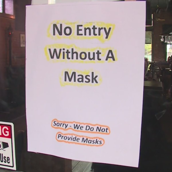 Picture of sign saying no entry without mask