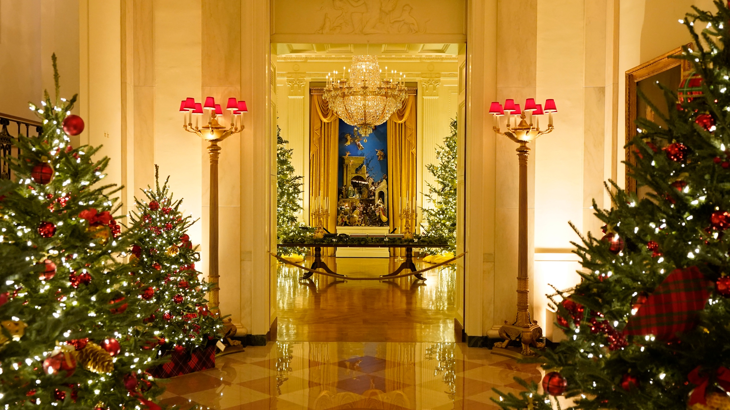 White House Christmas decor gives nod to first responders | FOX 4