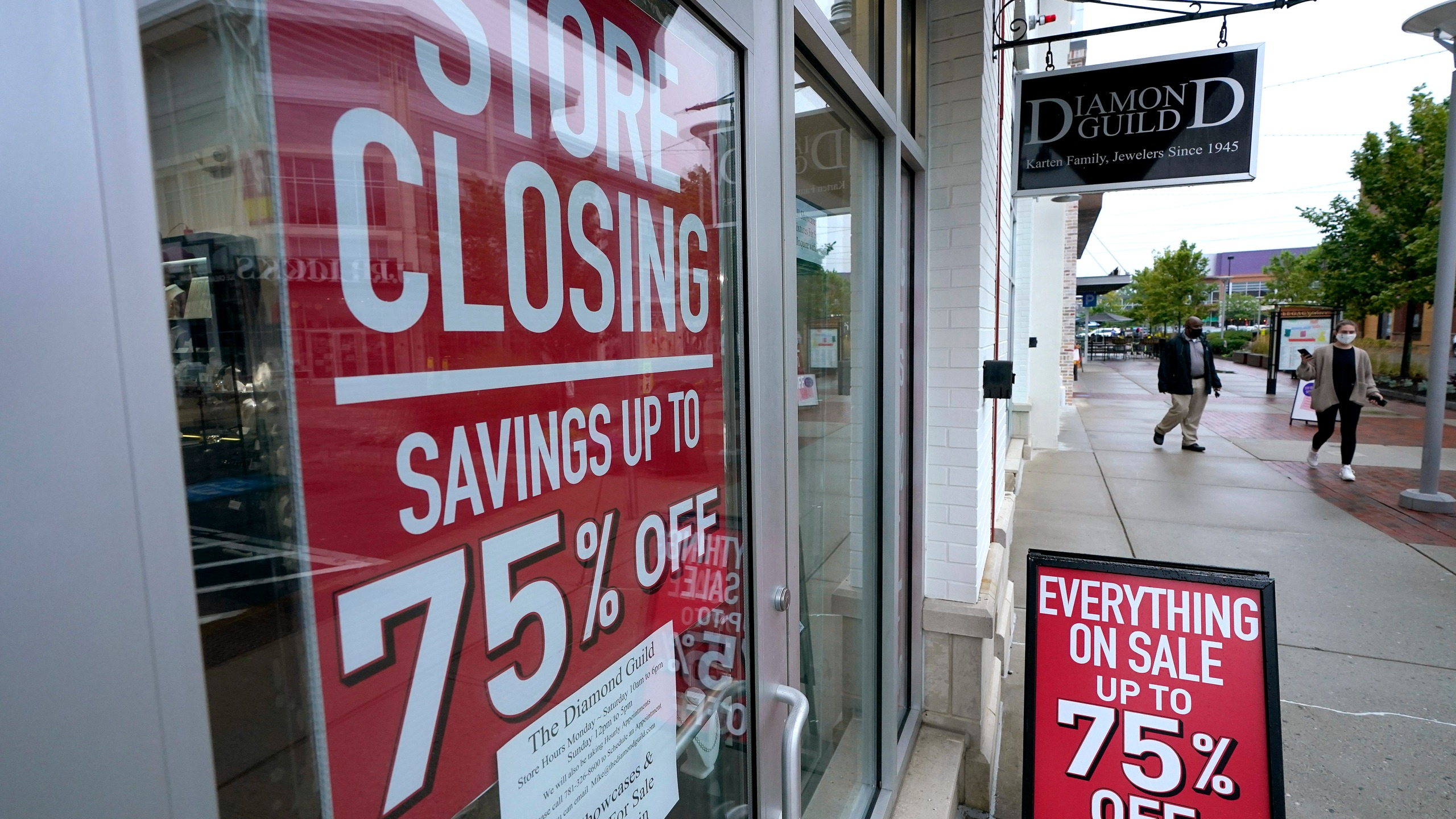 Picture of store closing sign