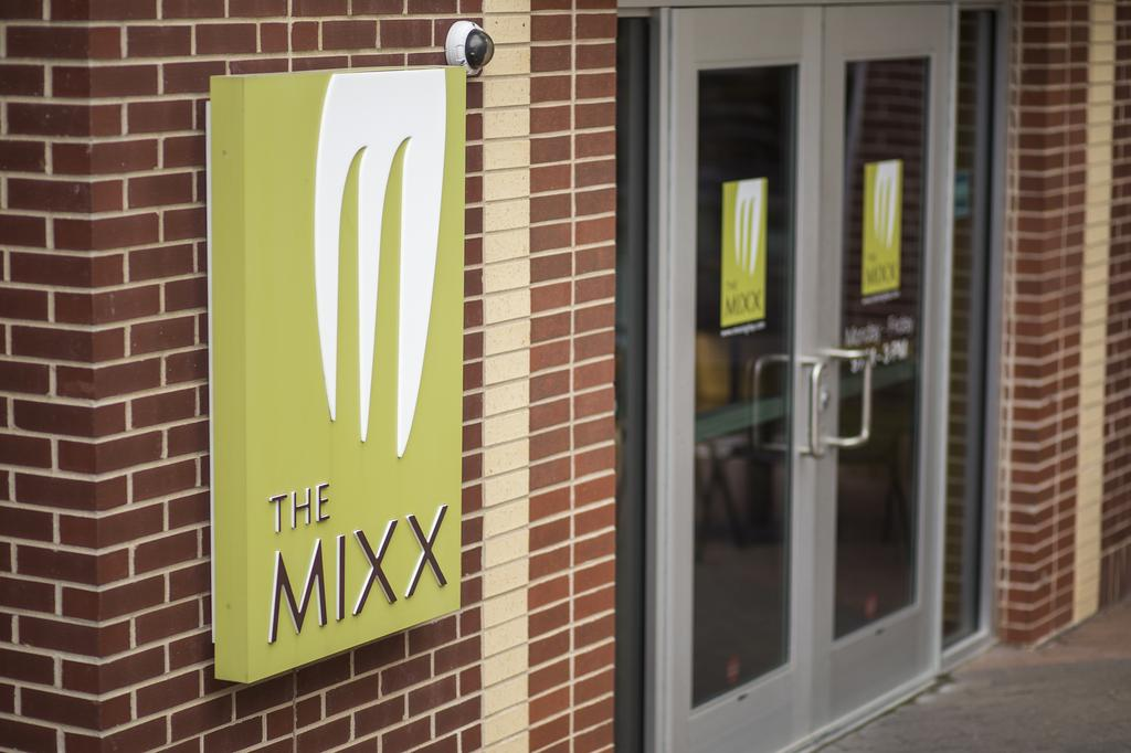 Picture of The Mixx sign