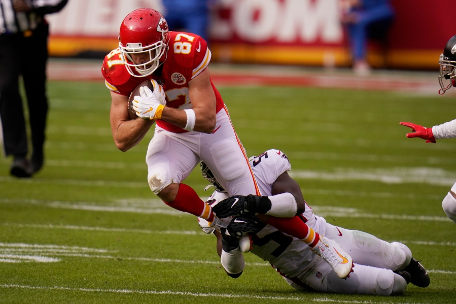 Picture of Kelce getting tackled