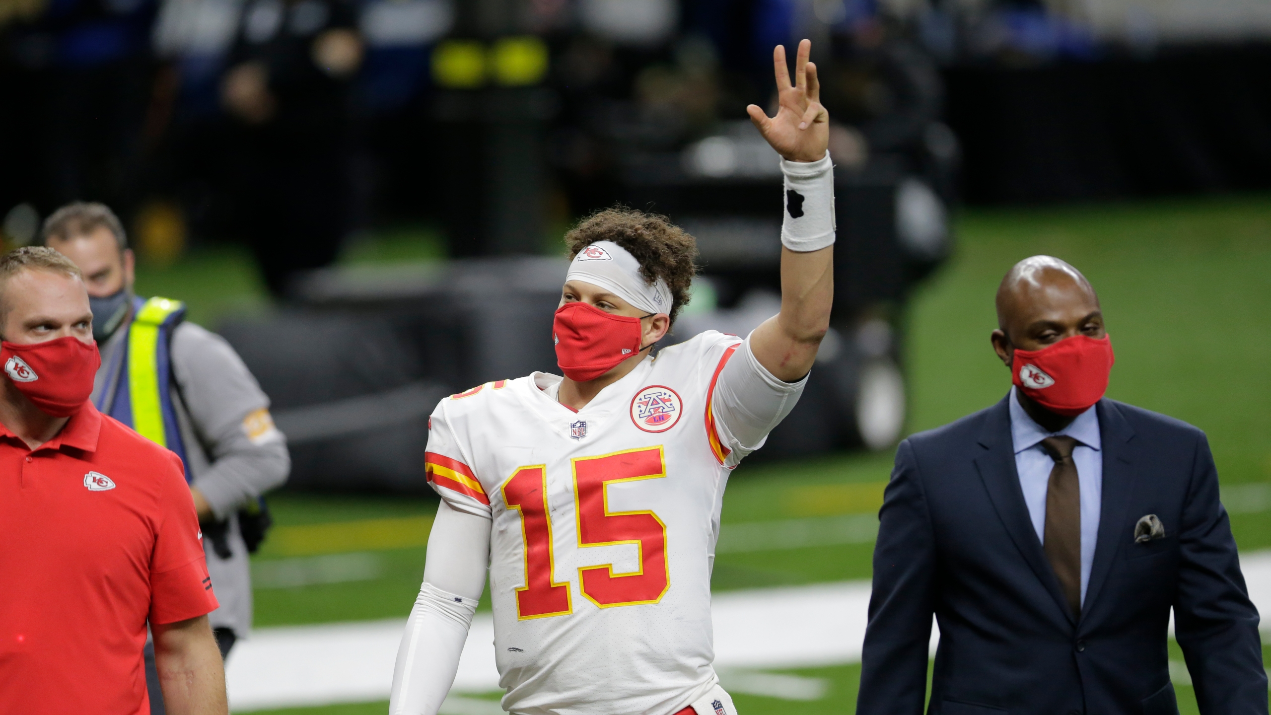 Picture of Mahomes waving