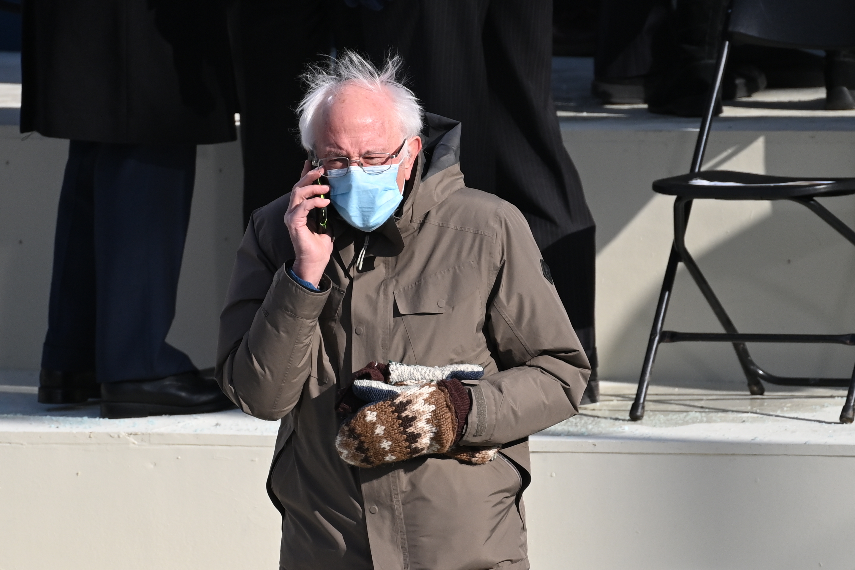 Bernie Sanders Mittens Memes Help Raise 1 8 Million For Charity Fox 4 Kansas City Wdaf Tv News Weather Sports