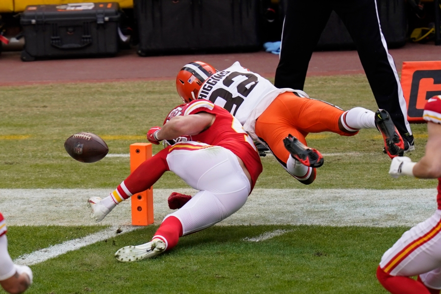 Picture of fumble during Browns