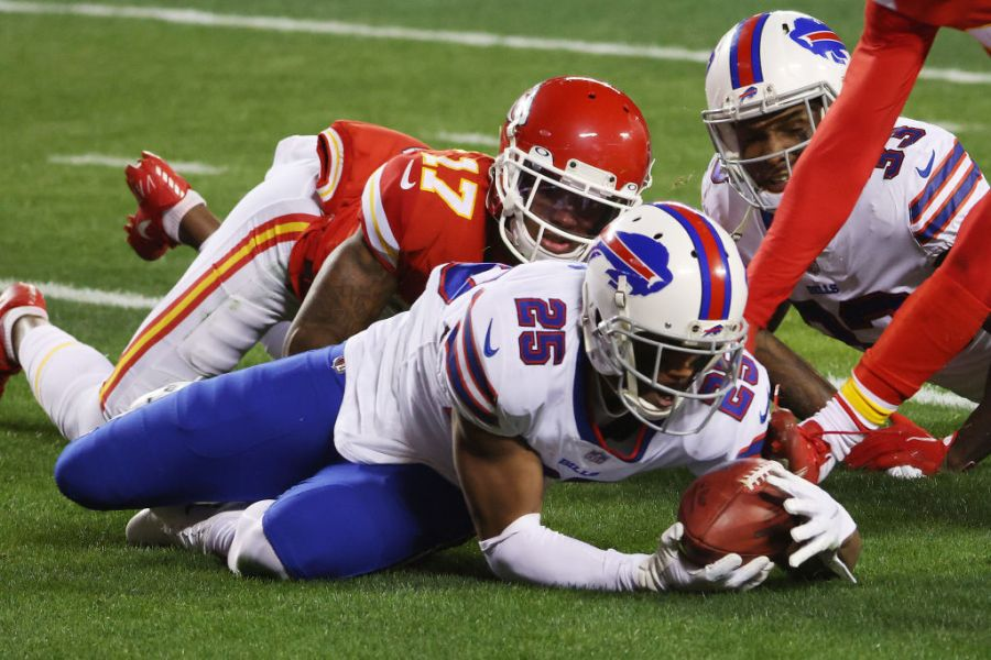 Picture of Bills player recovering Mecole Hardman muffed punt return