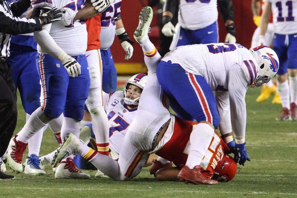 Picture of Bills player shoving Alex Okafor