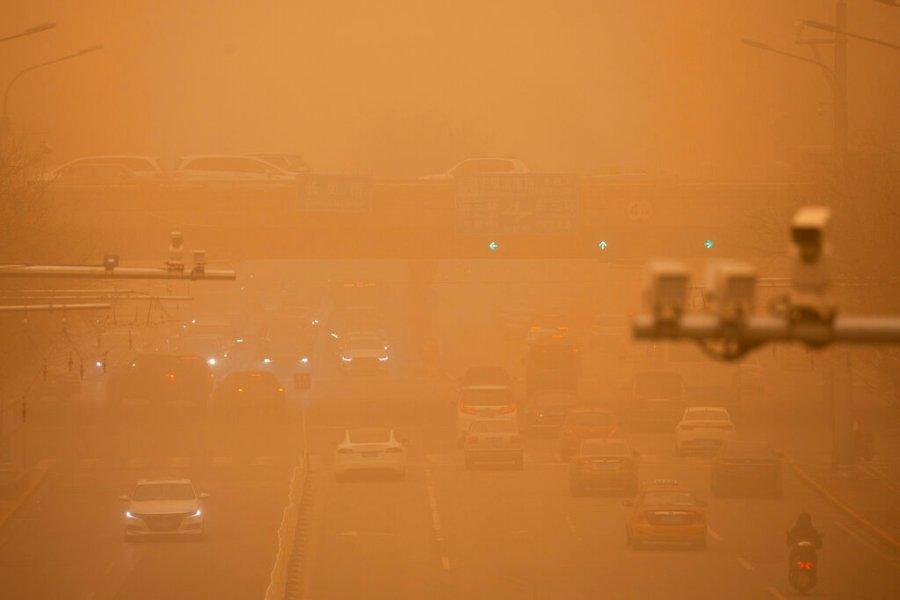 沙尘暴本身并没有看到交通图景