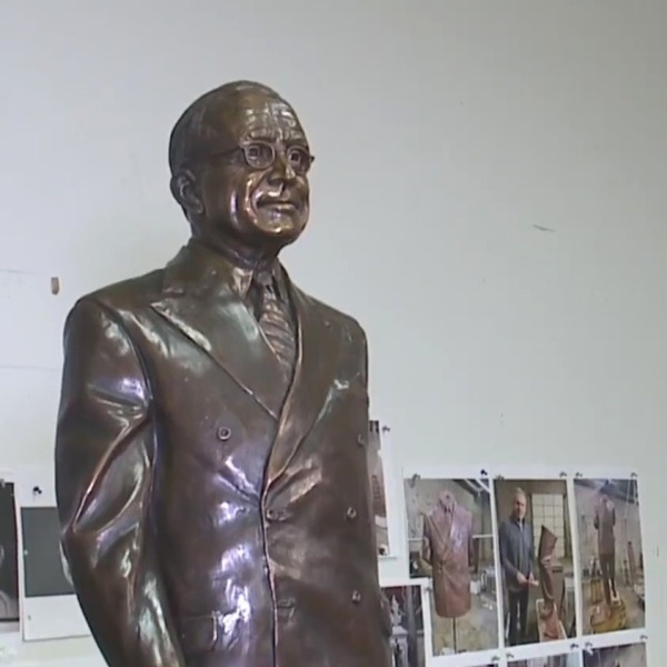 Picture of Harry Truman statue