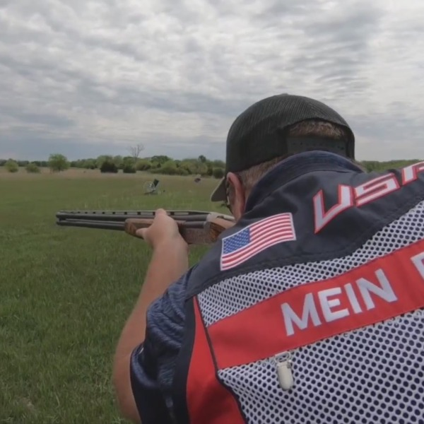 Picture of Mein in shooting position