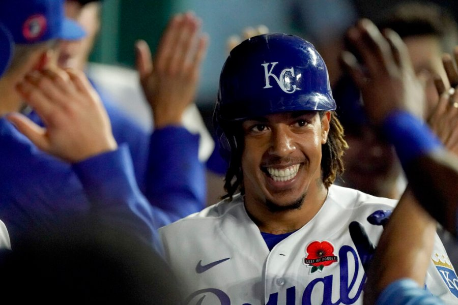 Picture of Adalberto Mondesi smiling and high-fiving