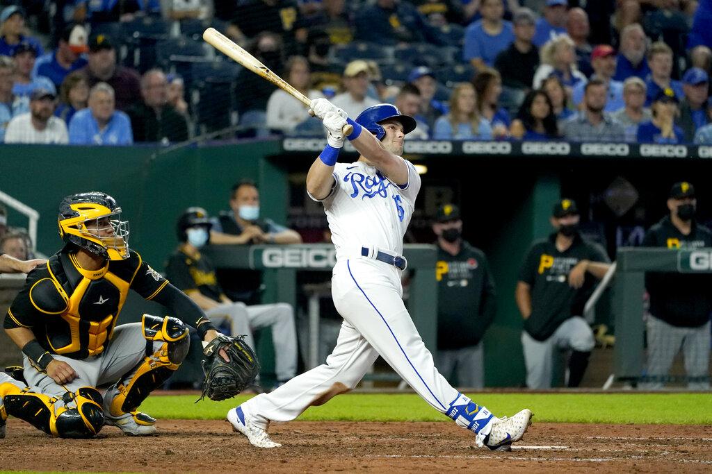 Picture of Andrew Benintendi swinging