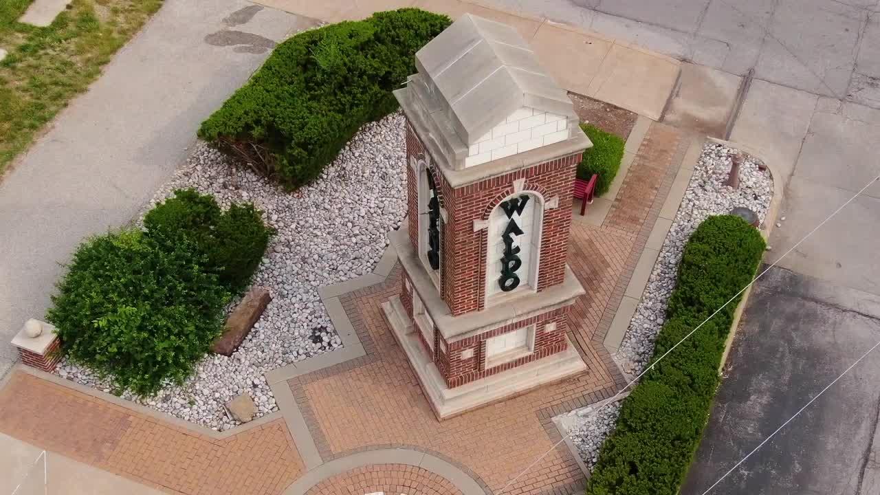 Picture of Waldo pillar