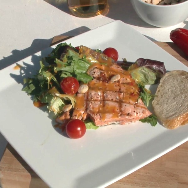 Picture of salmon with vinaigrette